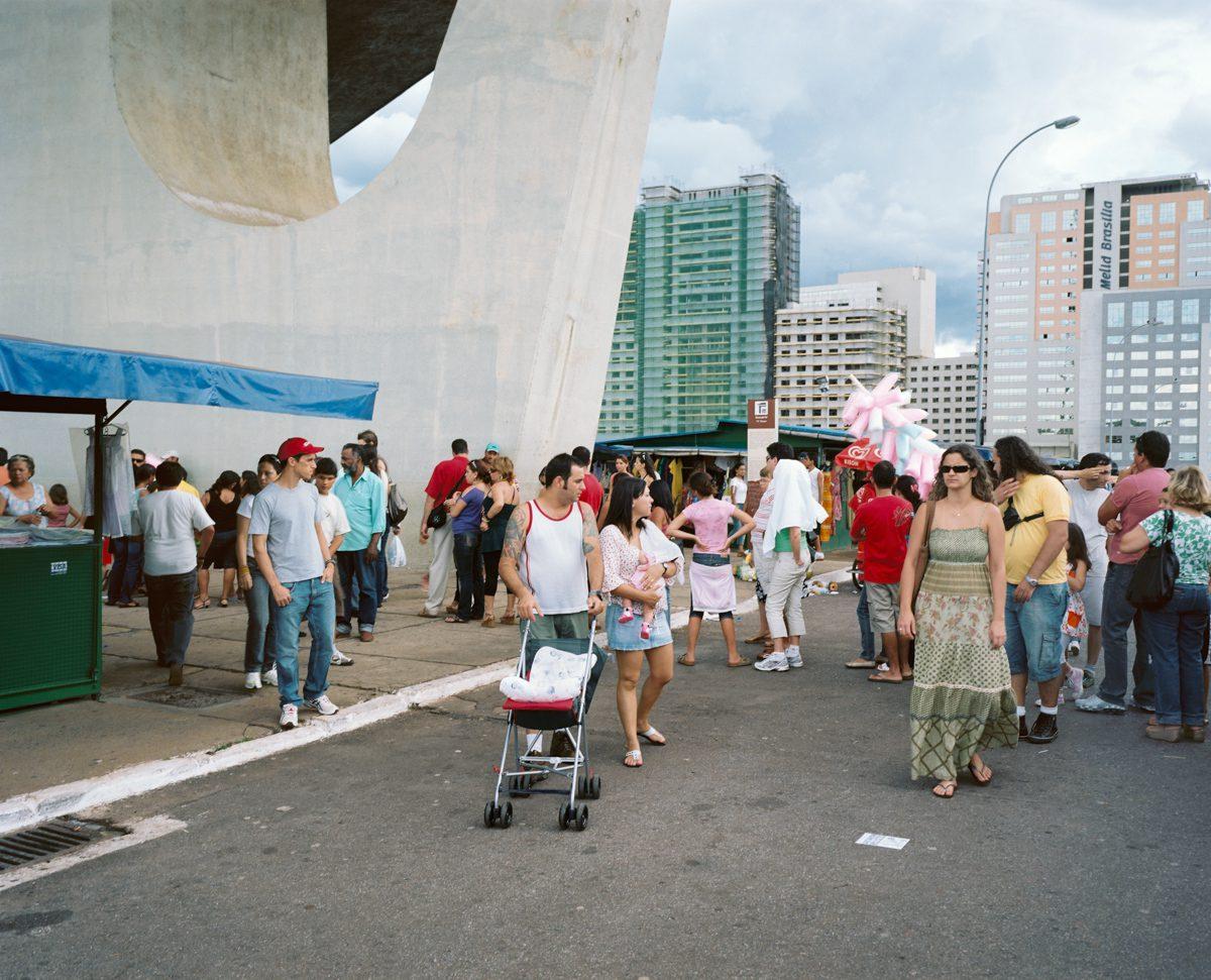 Au pied de la Tour de Télévision, Brasilia