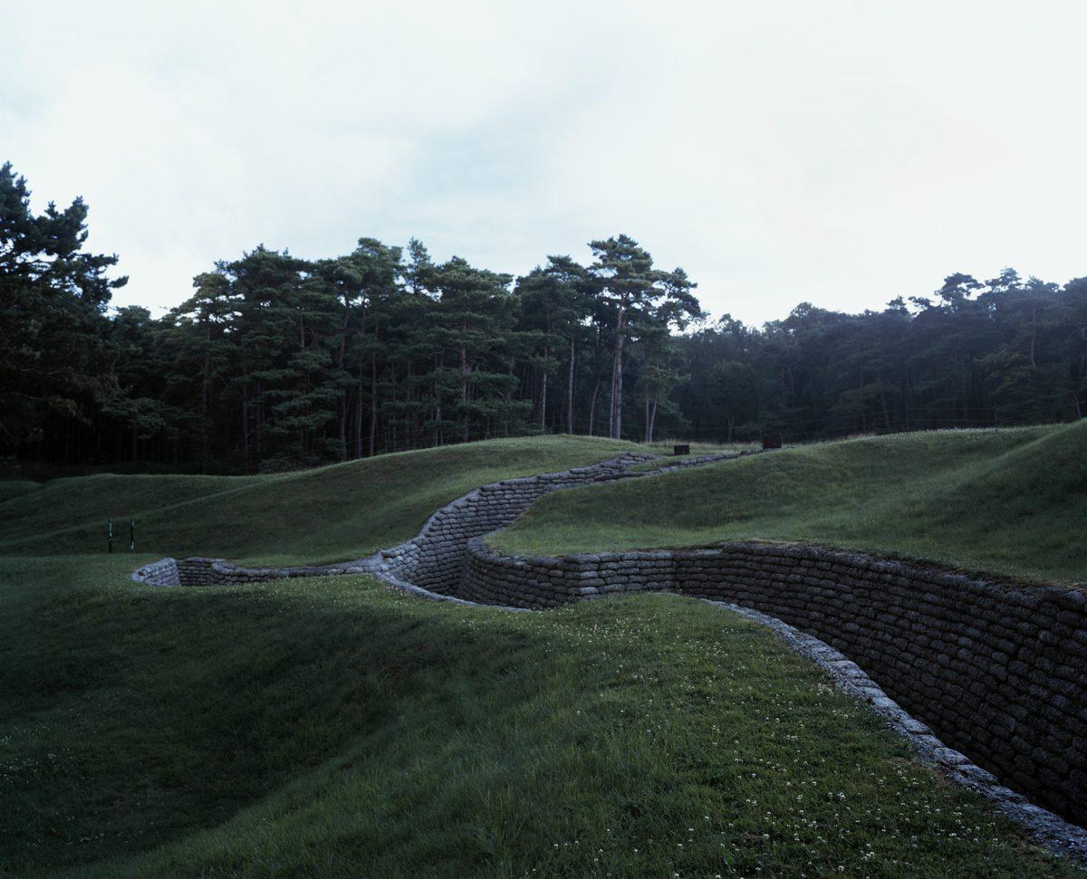 Champs d'horreur, mémorial de Vimy, 2007,   tirage pigmentaire 60 x 80 cm